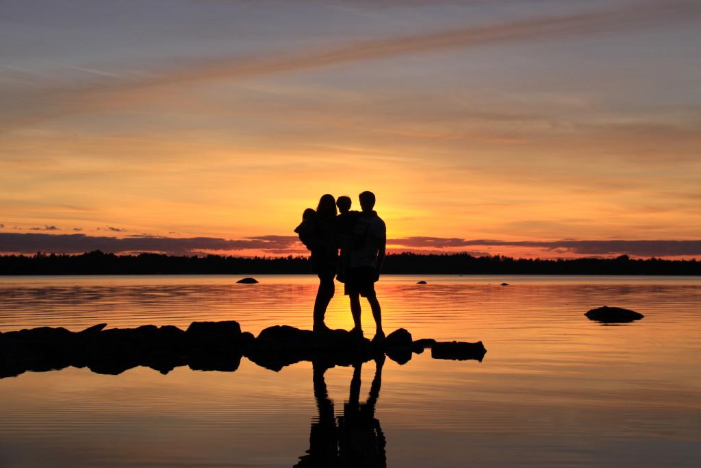 Wir am Möckelnsee in Südschweden, fotografiert von unserem Freund T